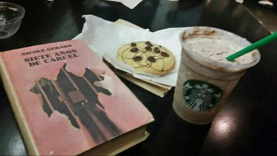 Nada como un poco de lectura acompañado de un frappe :)
