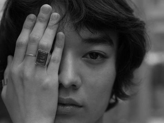 モノクロ指輪の染谷将太