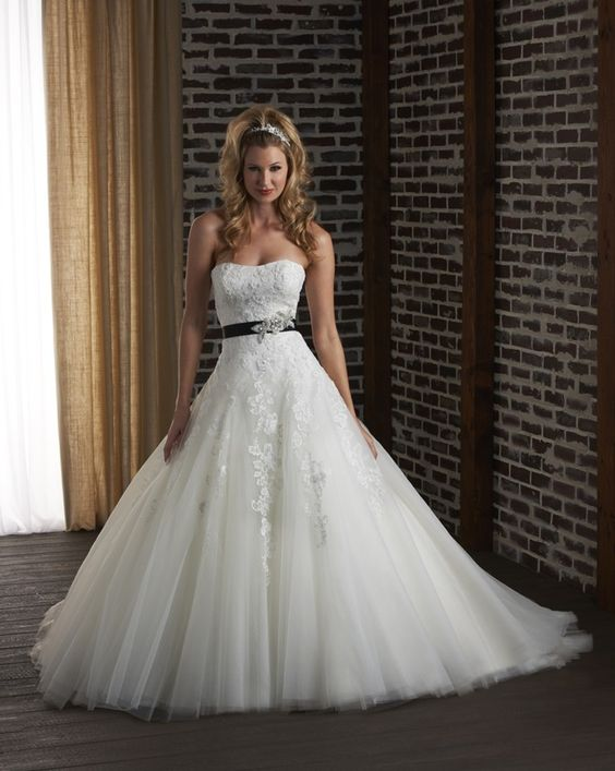 A Line And Ball Gown Wedding Dresses : Tulle a line wedding dress modified sweetheart neckline black