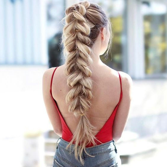Today's hairdo ✌ Tried out this pull through braid for the first time, surprised I haven't tried it before! Killed my arms a bit though...