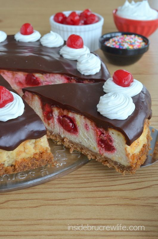 Strawberry Swirl Cheesecake Recipe Cheesecake Factory Banana split, Cheeseca...