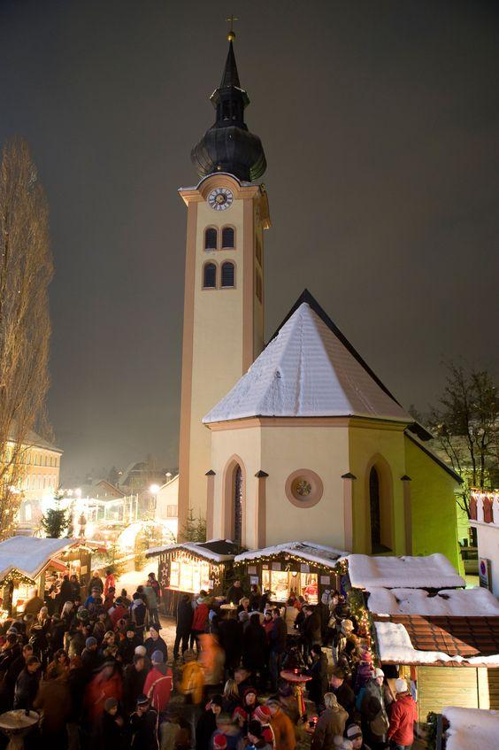 #Adventmarkt bei der Johanneskirche in #Imst - Tyrol Austria.  Christmas in Austria.