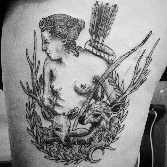 Segunda sessão #tattoo #tatuagem #ink #blackwork #drawing #desenho #illustration #art #artist #dibujo #diana #artemis #hunting #deer #arrow #moon #lua