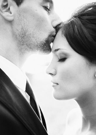 I love these shots! Black and white are so romantic: