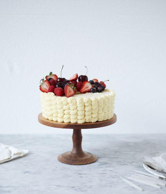 summer berry cake decorating