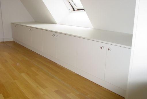 Sideboard unter einer dachschr ge bau und dekoideen for Dekoideen sideboard