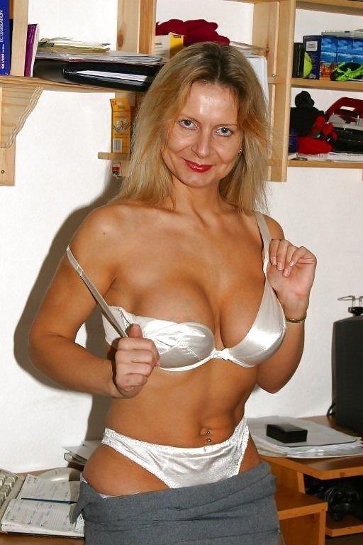 Mature Beauty - Sandy D aka Alex and Bedfordshire blonde