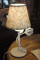 Lámpara de hierro con flor