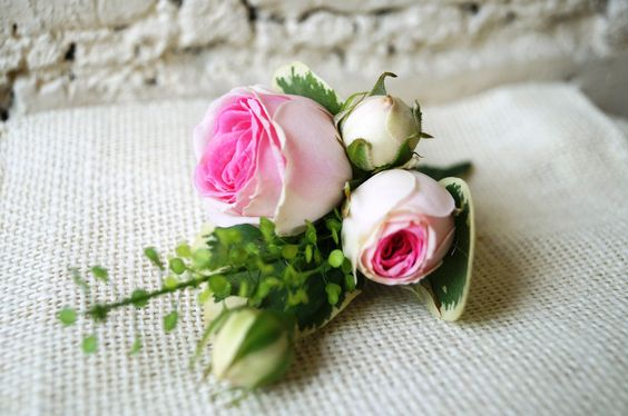 Buttonhole with Mimi Eden Spray Rose and Thatspi Green Bell.