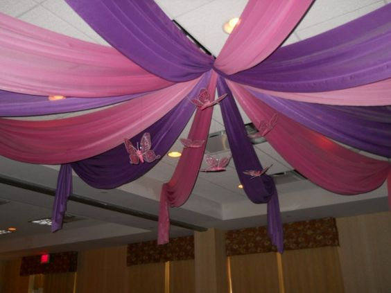 Centerpieces for tables butterfly decorations and feather for Balloon decoration ideas for a quinceanera