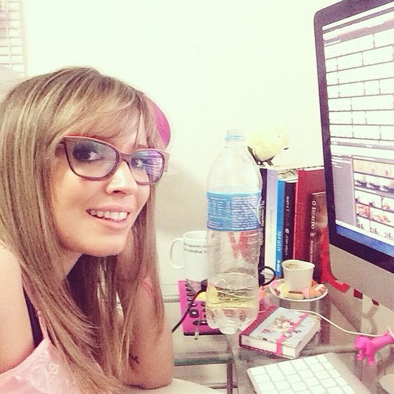 Taciele Alcolea  @tacielealcolea O lado mais glamu...Instagram photo | Websta (Webstagram)