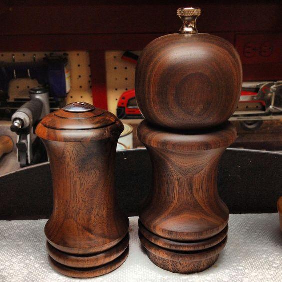 Salt shaker pepper mill walnut wood molino para for Pepper mill plans