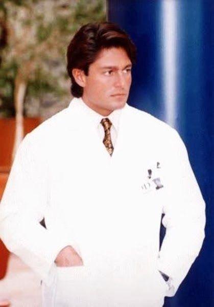 Dr. José Armando Peñareal - Fernando Colunga interpretó a este doctor que formó parte del elenco de la telenovela Esmeralda
