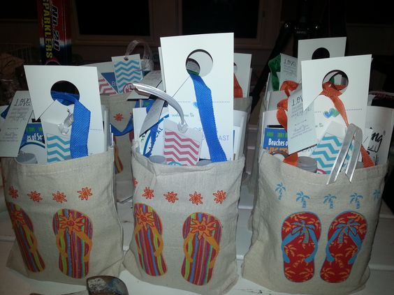 Welcome bags for wedding guests: flipflop bags from oriental trading