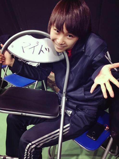 学校のカイダンの須賀健太