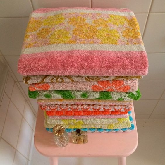 Reproduction Vintage Bath Towels: Vintage Bath Towels Retro Colors Lilalimone IG