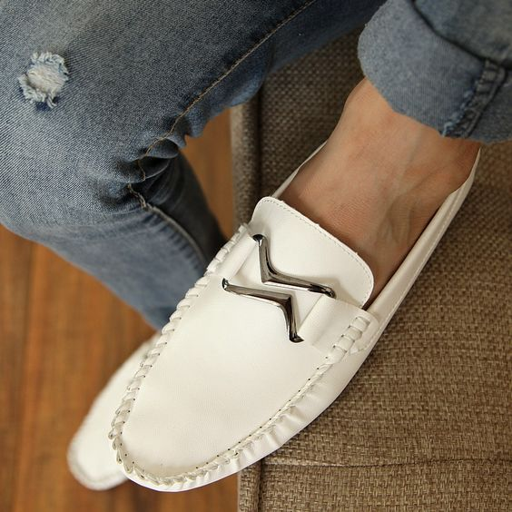 Fashionable Modern Wide Shoes Loafers