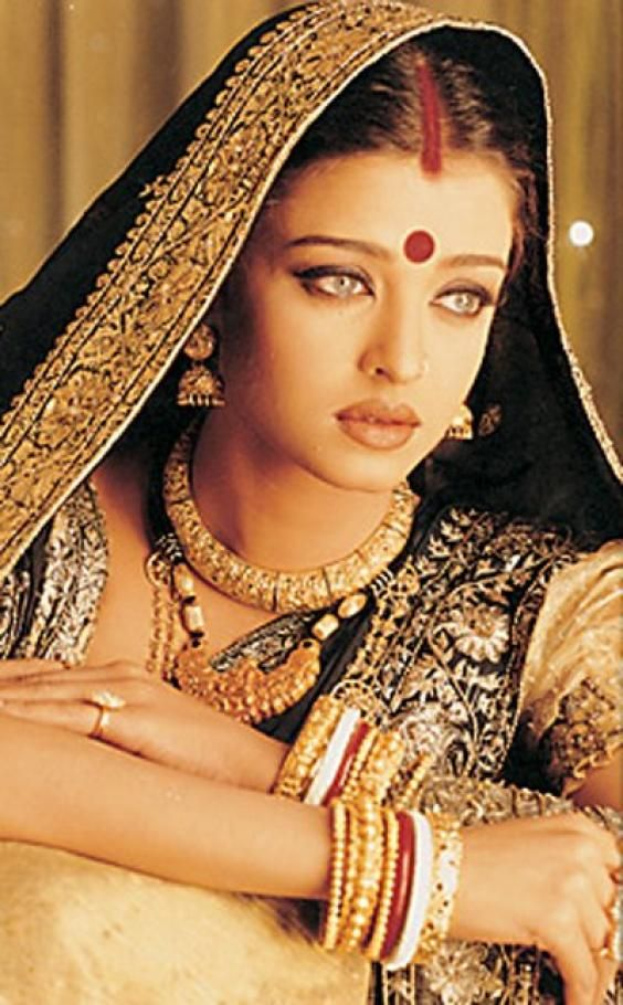 Famous indian actress aishwarya rai india people - Aishwarya rai coup de foudre a bollywood ...