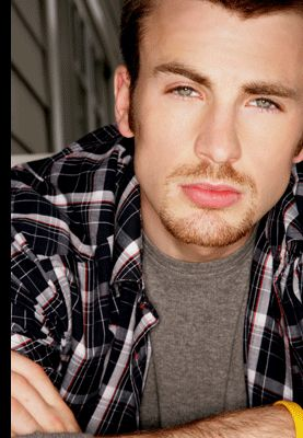Must say, handsome! Has to have my space for my favorite guys, wich aren't many //fotografias Chris Evans
