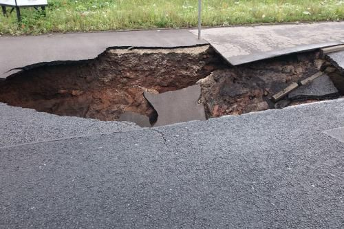 Mancunian Way collapse: Huge hole opens in road after rain  http://t.co/D5arPZV4bF http://t.co/6wQc90cKk5  Mancunian Way collapse: Huge hole opens in road after rain  http://t.co/D5arPZV4bF pic.twitter.com/6wQc90cKk5   Gi Ma (@gima2327) August 16 2015