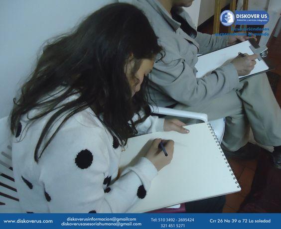 Nuestros estudiantes dibujando.