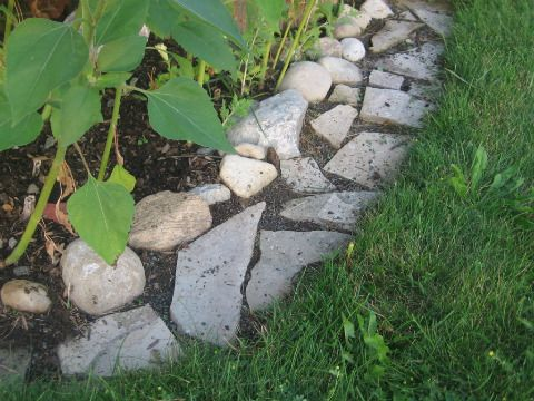Make mowing easy with a flagstone edging strip gardens for Easy gardener lawn edging