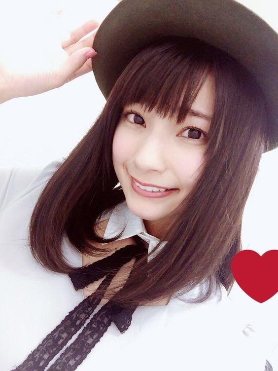 ハットを被った高野麻里佳さん