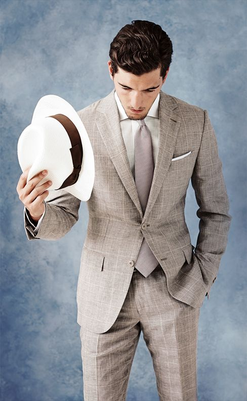 Your very personal suit, starting from the selection of the fabric right down to defining all the details that will make it truly unique: discover Zegna Made to Measure