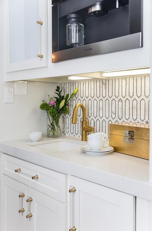 Black And White Geometric Marble Backsplash Tiles In A Butler S Pantry Usher Elements From Toda Marble Backsplash Budget Kitchen Remodel Marble Tile Backsplash