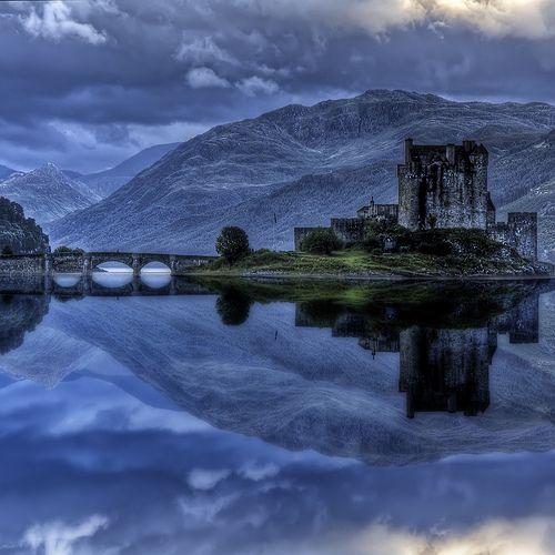 Eilean Donan castle on Loch Duich, Scotland  (by bluestardrop - Andrea Mucelli)