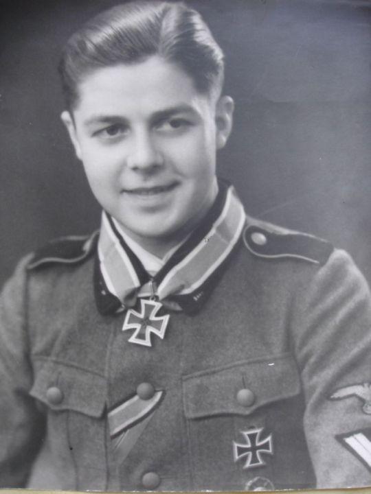 """Gerardus Mooyman (23 September 1923 - 21 Juni 1987) Ritterkreuz (20 Februari 1943) : SS-Sturmmann dan Geschützführer 14./SS-Freiw.Leg. """"Nederland"""""""