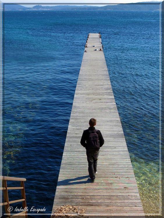 Embarquement pour Porquerolles, île de rêve...  https://www.facebook.com/pages/Mistoulin-et-Mistouline-en-Provence/384825751531072