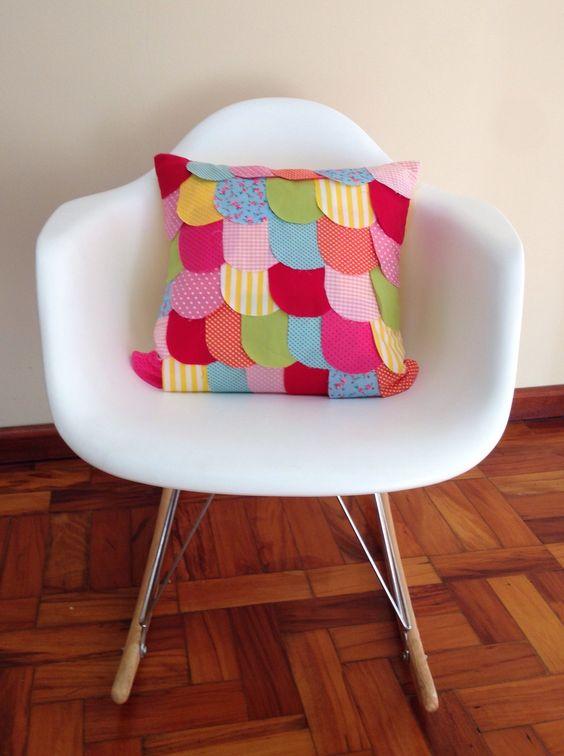 Almofada decorativa combinando com o tema do quartinho do baby.