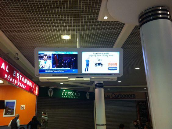 En 1/2 de la pantalla hay deportes y en el otro medio, publicidad