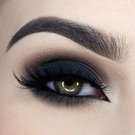 Black Smokey Eye Chocolate Bar Palette Makeup Look - http://ninjacosmico.com/35-grunge-make-up-ideas/