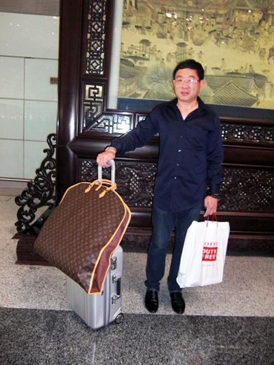 Jimmy from NJ went to China with ZERO Halliburton Classic Polycarbonate carry-on luggage.