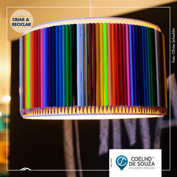 Dê uma nova cara para aquele antigo pendente. Cole lápis de cor ao redor de toda a cúpula e tenha uma luminária exclusiva, criativa e despojada.   Fonte: revistacasalinda.uol.com.br
