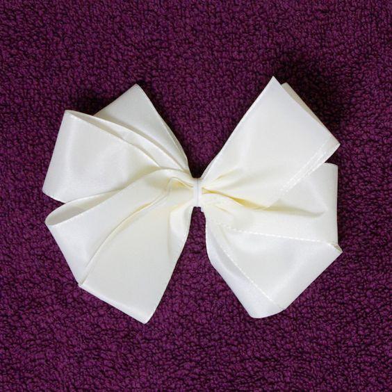 Schleifen binden geschenk anleitung schleife 1 fertig for Schleife binden geschenk