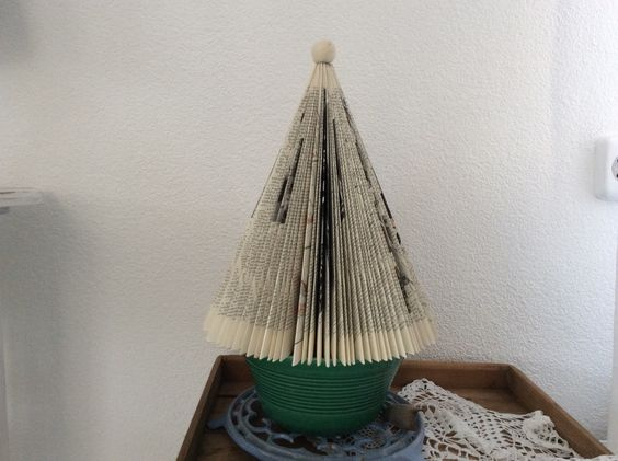 Boompje gemaakt van een oud boek door Wim.