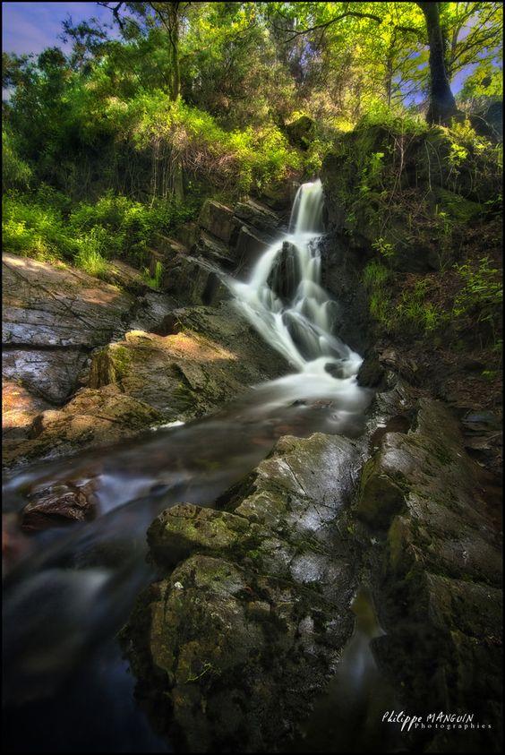 Cascade du Val Sans Retour. Brocéliande.