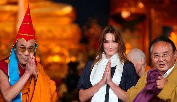 Le dalaï lama est en visite en France cette semaine. Au même moment sort le…