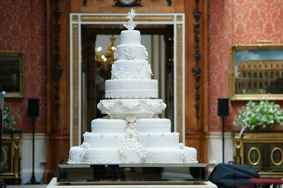 The royal wedding cake for the Duke & Duchess of Cambridge aka Prince William & Kate Middleton!               I want a slice, please!