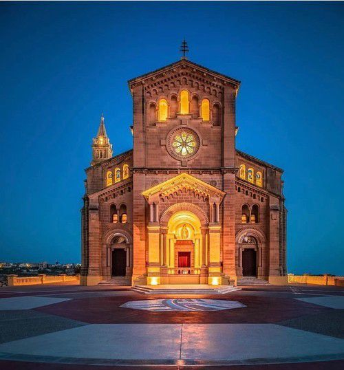Evenings are perfect for sightseeing - the Ta' Pinu Church is breathtaking with its evening lights on! #rgozo #visitgozo #tapinu #Church #gozolife #gozochurch #eveninglights #nightlife #gozoisland #beautyinside