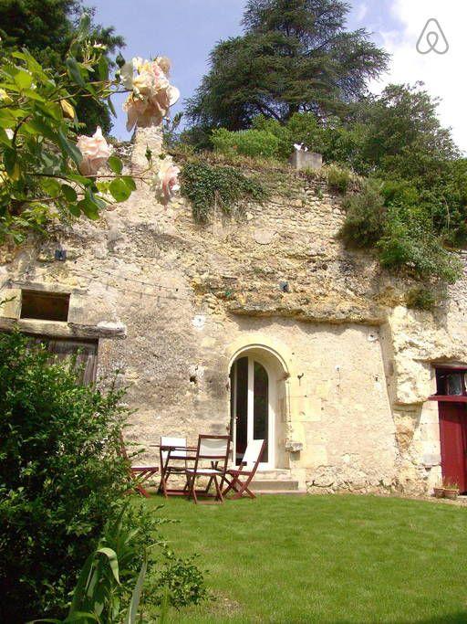 Regardez ce logement incroyable sur Airbnb :  Troglodyte de l'Ermitage - Amboise à Lussault-sur-Loire