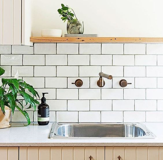 Splash back inspiration from @reallivingmag  Find a statement tile to suit your personality #trevellehomes #homedesign #interiordesign #inspo #homeinspo #inspiration #splashback #tile #sydney #sydneyhome #regram #realliving #reallivingmag by trevelle_homes