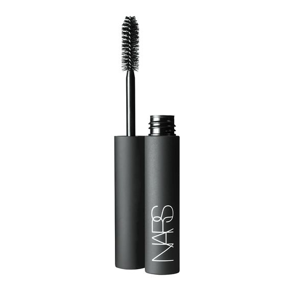 Larger Than Life Volumizing Mascara,