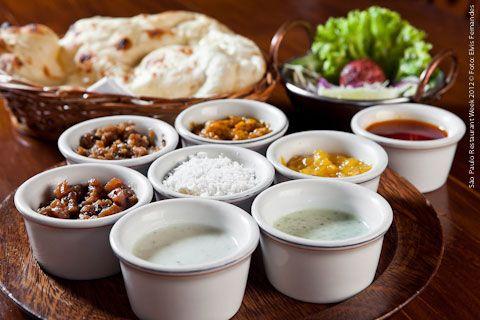 Ganesh (almoço)    Cashmere  Keema Nan - pão a base de iogurte assado no forno tandoori recheado com carne moída temperada.  Chutneys - molhos especiais: Chutneys de manga, maçã com uva passas, berinjela defumada, banana com coco, leite de coco com hortelã, iogurte com especiarias e gengibre