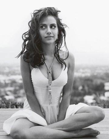 Brittany Murphy (November 10, 1977 – December 20, 2009), died of combination of pneumonia, chronic anemia, and multiple-drug interactions of over the counter pain medications and prescription antibiotics.