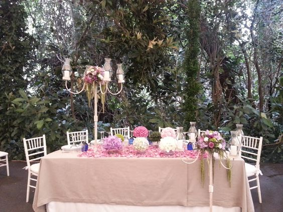 Mesa con Candelabro
