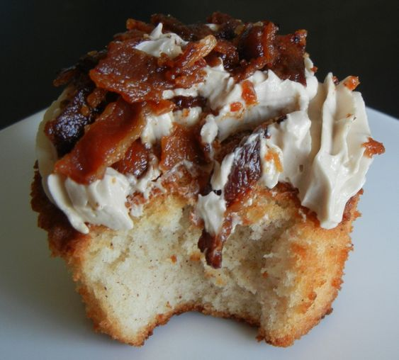 French toast and Bacon cupcakes. Who said cupcakes can't be for breakfast too!